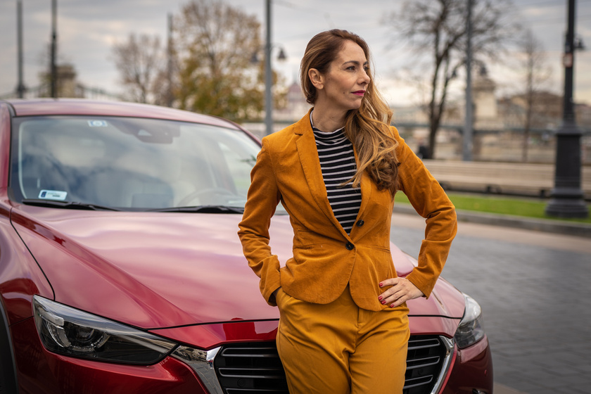 A karrier terén sem ismer megalkuvást. A Mazda CX-3 eleganciája még jobban kiemeli magabiztosságát.