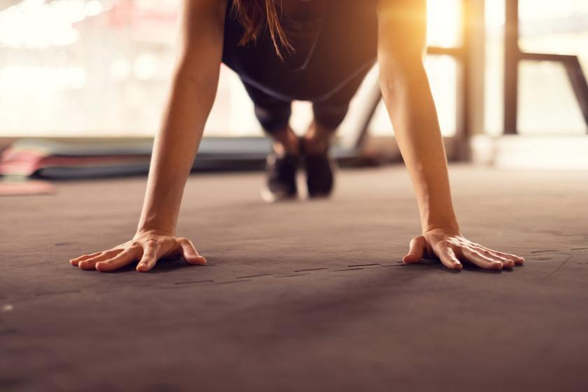 Így variáld a fekvőtámaszt a kőkemény izmokért: 10-féle gyakorlatot mutatunk