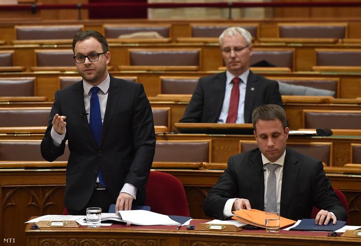 Orbán Balázs, a Miniszterelnökség parlamenti és stratégiai államtitkára (balra)