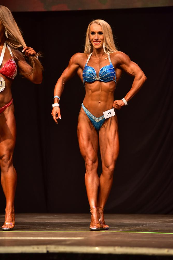 ...meg egy utolsó kép egy női versenyzőről, és...