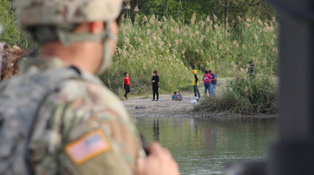 Trump katonákkal kerestetné a beteg és sérült bevándorlókat a határon