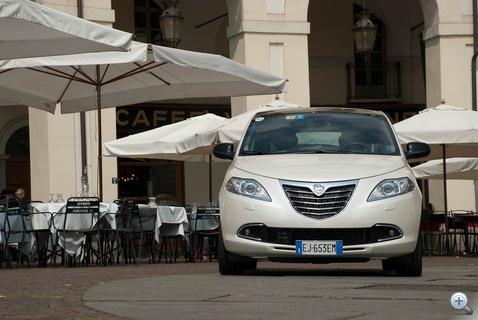 Elölről csak a Lancia-pajzs köp szembe