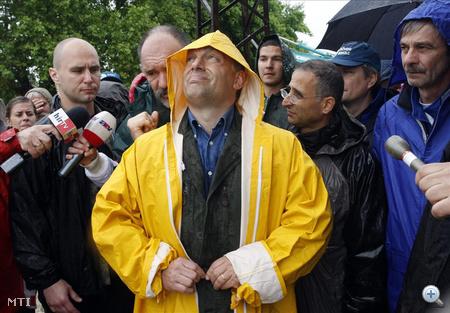 2010. június 4-én Pintér Sándor belügyminiszterrel megtekintette az Edelényben  kialakult rendkívüli özönvízi helyzetet.