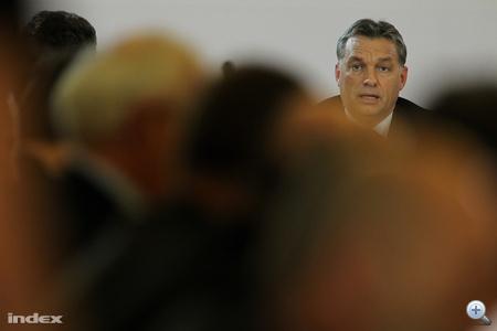 2010. november 5. A hat év szünet után először összehívott Magyar Állandó Értekezlet (Máért) ülésén.