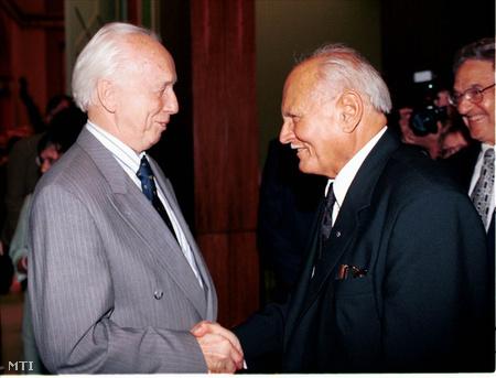 Mádl Ferenc és Göncz Árpád leköszönő köztársasági elnök 2000. június 22-én (Fotó: Kovács Attila)