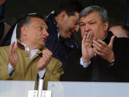 Orbán Viktor és Csányi Sándor, az OTP Bank Nyrt. elnök-vezérigazgatója a díszpáholyban a labdarúgó Soproni Liga 29. fordulójában játszott Videoton FC - Újpest találkozón a székesfehérvári Sóstói Stadionban.