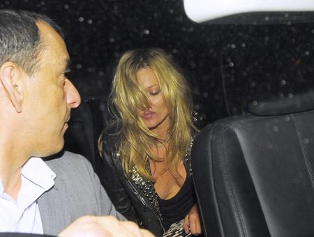 Kate Moss komolyan bulizik