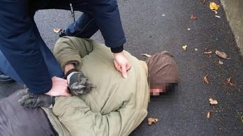 A földre fektették a rendőrök a jászárokszállási rablót