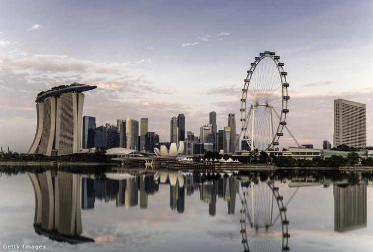 Ezen  fotón és az előzőn is Szingapúrt láthatta, amit a Kelet Zürichjének is szoktak nevezni