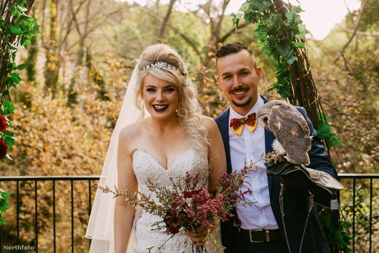 Első ránézésre talán nincs is semmi különös ezen az esküvői fotón