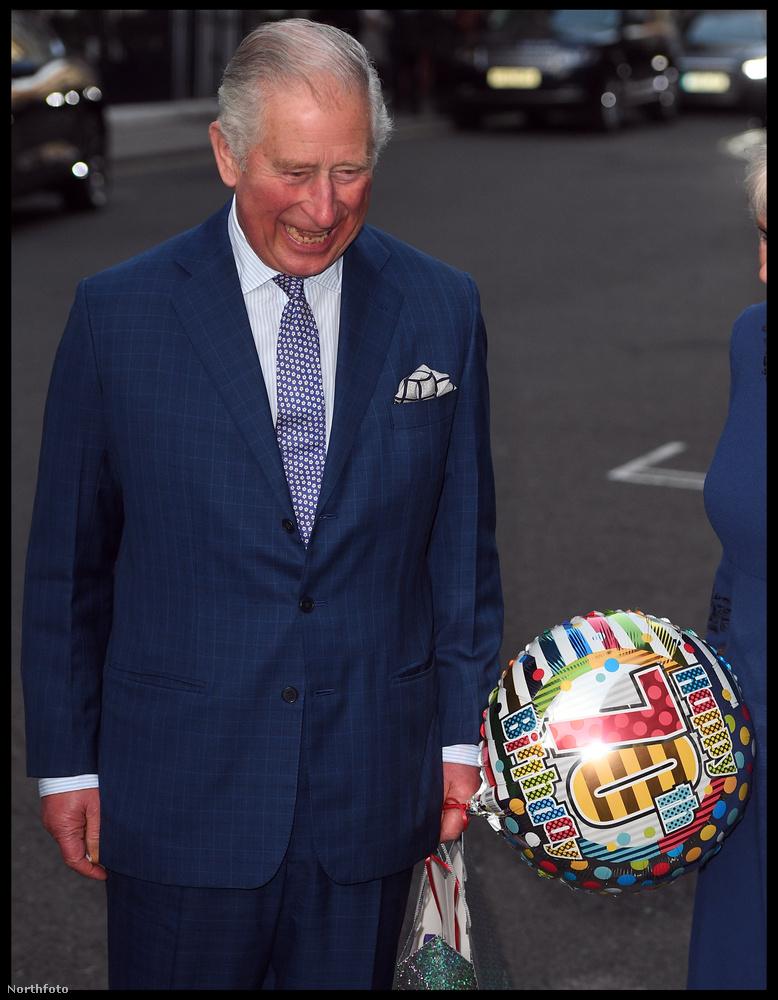 Itt pedig az egyik legaktuálisabb eseményt láthatja: novemberben Károly herceg 70 éves lett és bebizonyította, hogy ennyi idősen is telitalálat valakinek lufit ajándékozni a születésnapjára.