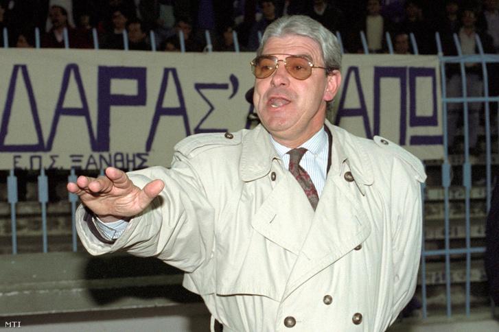Jenei Imre szövetségi kapitány gesztikulál a Görögország - Magyarország VB selejtező labdarúgó mérkőzés utolsó másodperceiben (0:0). Szaloniki, 1992. november 11.