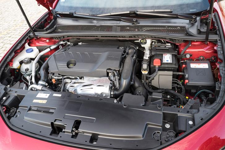 A Peugeot hisz a dízelben: háromféle van belőlük, kétféle benzines ellenében. Ez itt a gyengébb benzines