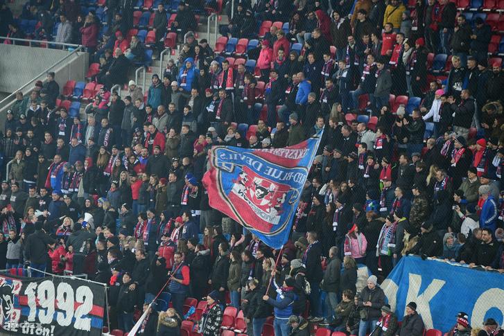 Szurkolók a Vidi stadion avatón 2018. november 21-én