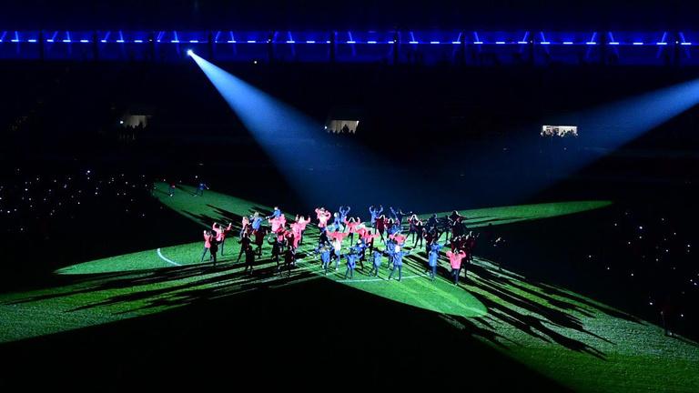 Pikáns Wellhellóval adták át a Mol Vidi új stadionját