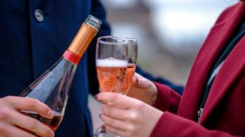 Hogyan lett az ördög italából a mindennapok ünneplésének szimbóluma?