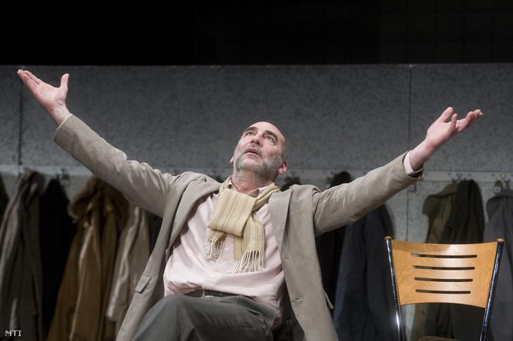 Kulka János Dom szerepében játszik Csehov Sirály című drámájának próbáján 2013. január 10-én