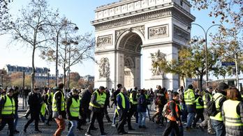 Az Eiffel-toronynál tüntethetnek majd az útblokádokat emelő sárga mellényesek