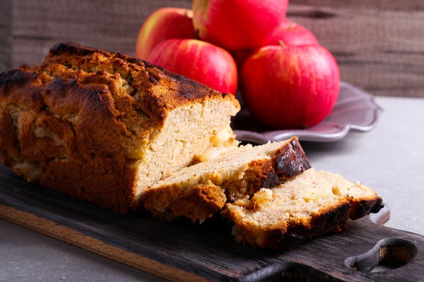 Szaftos és illatos almakenyér kevert tésztával: sokáig nem szárad ki