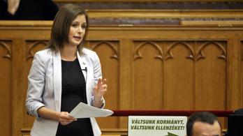 Dúró Dóra útjára indított egy burkaviselést tiltó törvénymódosítást