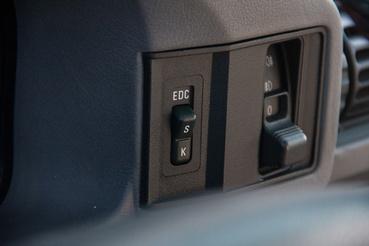 Electronic Damping Control - az állítható keménységű csillapítás.