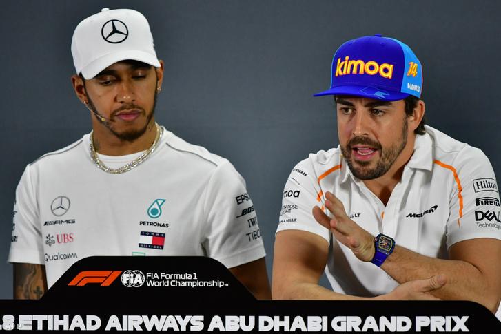 Hamilton és Alonso a sajtótájékoztatón