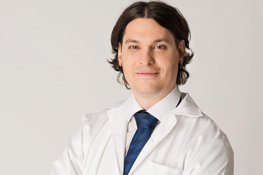 dr. Petrényi Kristóf.