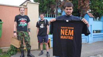 Román rendőri fellépés a Nagy-Magyarország pólók viselői ellen
