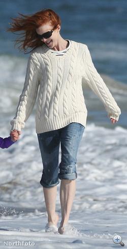 Marcia Cross mintha egy reklámban lenne, pedig nem ott van, hanem Santa Monicában