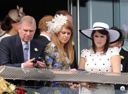 Eugenie és testvére, Beatrice, nomeg apjuk, a York-i herceg. Eugenie pöttyös ruhája az alkalomhoz illő, Beatrice virágos ruhája visszafogott, fejdísze azonban elég látványos.