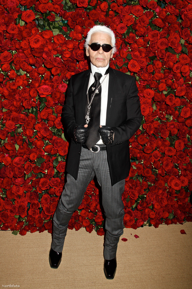 Kicsit eltávolodva az Egyesült Királyságtól, nem jutunk messzire, mire ismét belefutnunk egy ismert karácsony-gyűlölőbe: Karl Lagerfeldbe