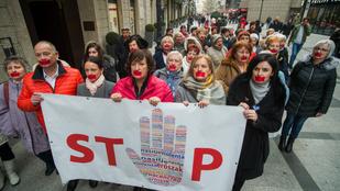 Ne maradj csendben - leragasztott szájú baloldali képviselők