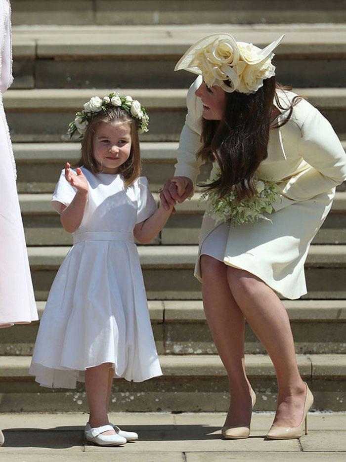 Charlotte hercegnő mindenki szívét elrabolta Harry és Meghan esküvőjén - ő volt a világ legcukibb virágszóró kislánya.