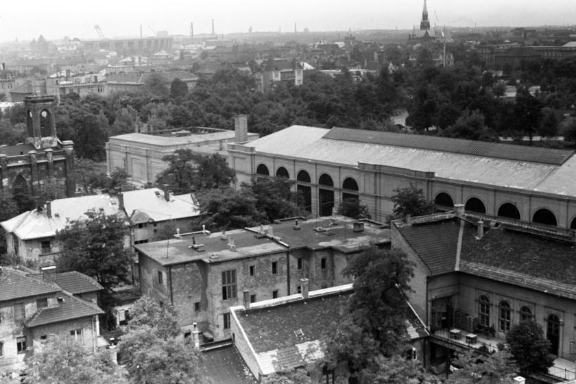 Trabantos üldözés Budapest 25. kerületében? A helyszín Szalkai Sándor Kojak Budapesten című filmjében szerepelt. A híres nyomozó budapesti kalandjainak jeleneteit Zuglóban forgatták.