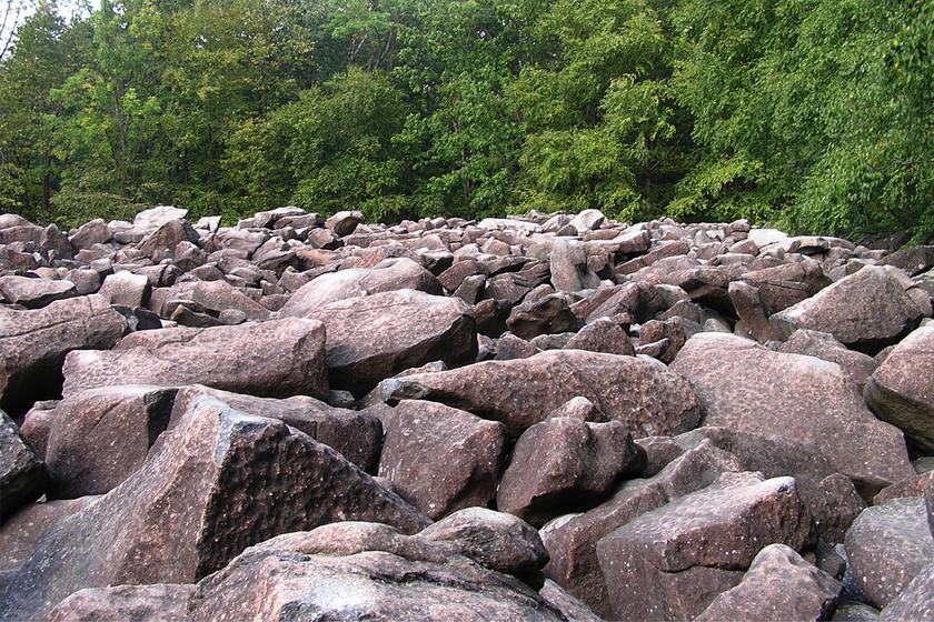 Gyönyörűen csilingelnek a furcsa sziklák: senki sem érti a különös jelenséget