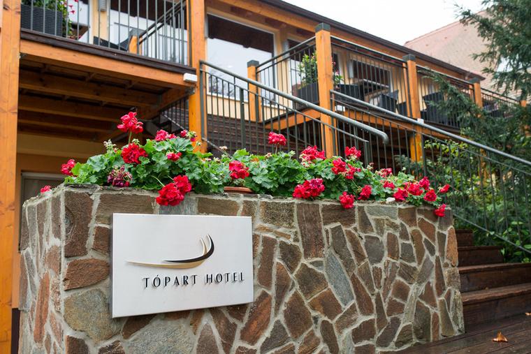 amelyet a balatonvilágosi Tópart Hotelben rendezett meg a EsküvőOkosan.hu