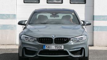 Az M4-es BMW itt érett be