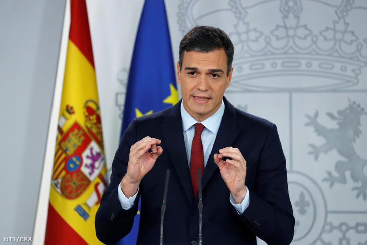 Pedro Sánchez spanyol miniszterelnök sajtótájékoztatót tart Gibraltár jogi helyzetéről a Brexit után Madridban 2018. november 24-én.