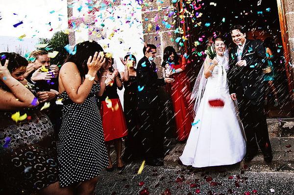 e396499a0b90 Katolikus esküvő: hanyagold a mély dekoltázst és a vörös ruhát! - Dívány