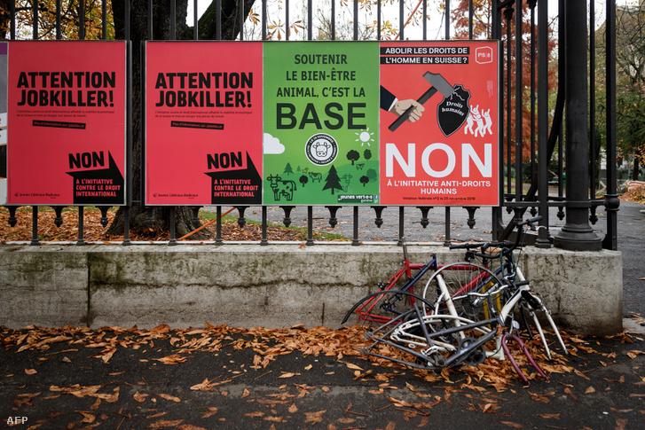 A népszavazás kampányplakátjai Genfben, 2018. november 20-án