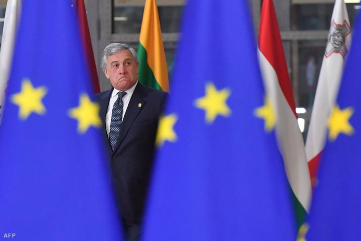 Antonio Tajani az Európai Parlament elnöke érkezik a csúcstalálkozóra