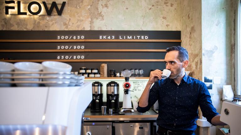 A vizet is maga gyártja a kávéhoz