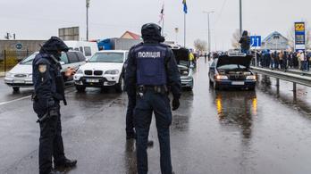 Demonstráció miatt szünetel a határátlépés Záhonyban