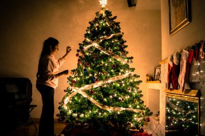 karácsony nő kislány fények (2)