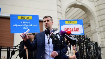 Médiabojkottot hirdet a Jobbik a fideszes álhírgyárak ellen