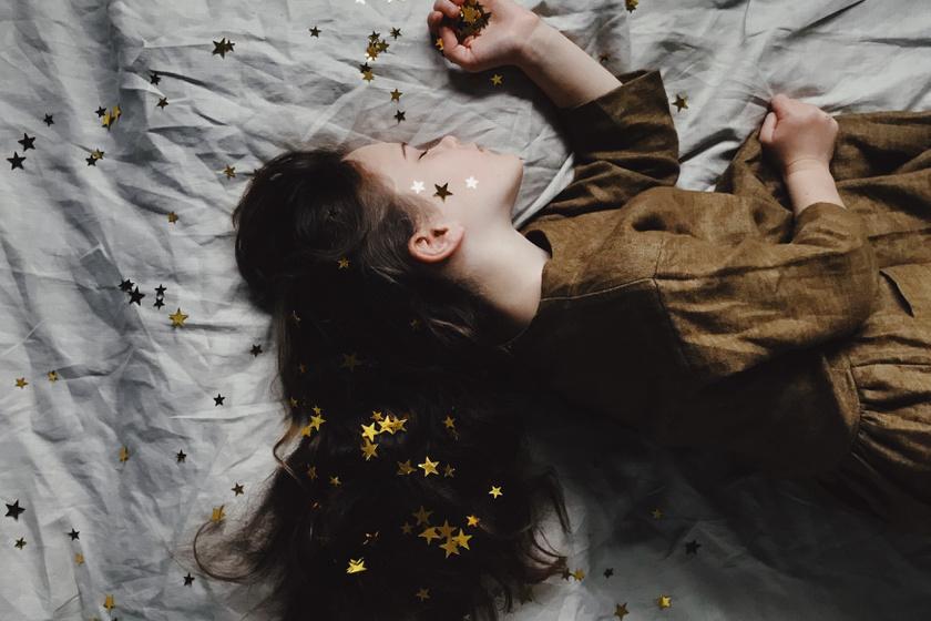kislány alszik alvás (2)