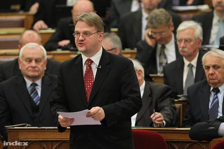 Répássy Róbert a Parlamentben