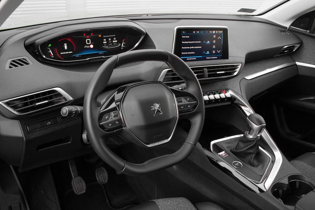 Mivel trendi és modern, ezért nyilván az i-Cockpit nevet kapta a Peugeot új műszerfalkialakítása
