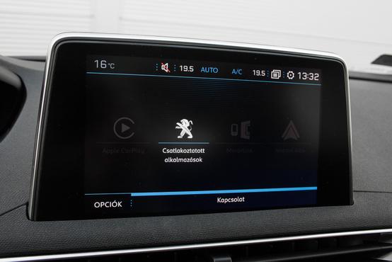 A modernkori Peugeot modellek leginkább vitatott része a központi kijelző