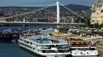 Turistaáradat veszélyezteti Budapestet